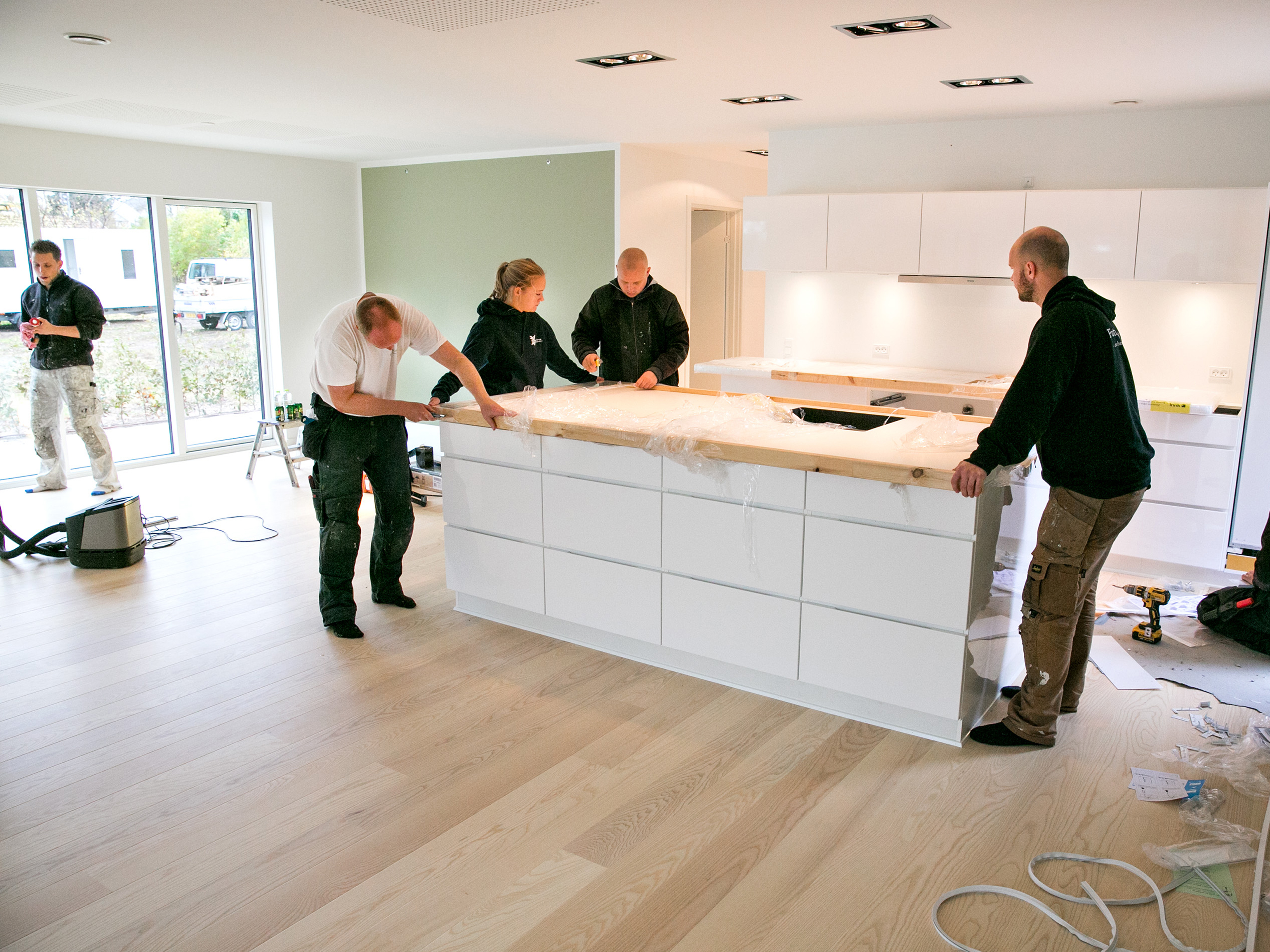 Montering af køkkenbordplade i et Future House